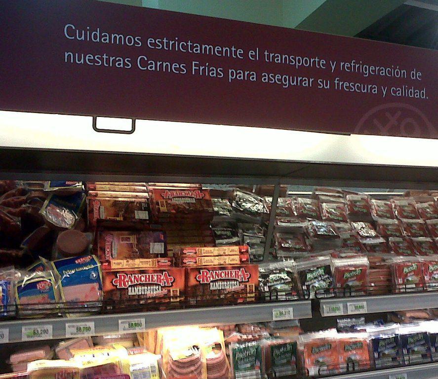 Cuidamos estrictamente el transporte y refrigeración de nuestras carnes frías para asegurar su frescura y calidad.