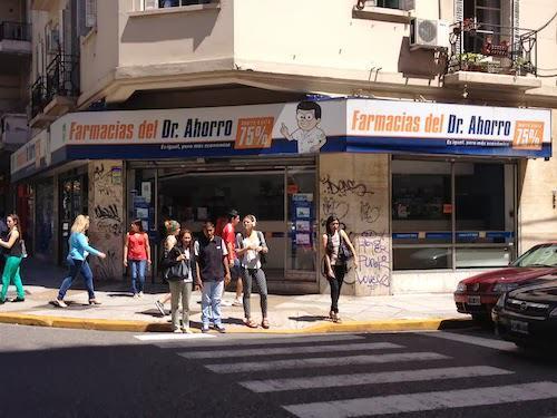Fotografía tomada en una esquina de la ciudad de Buenos Aires.