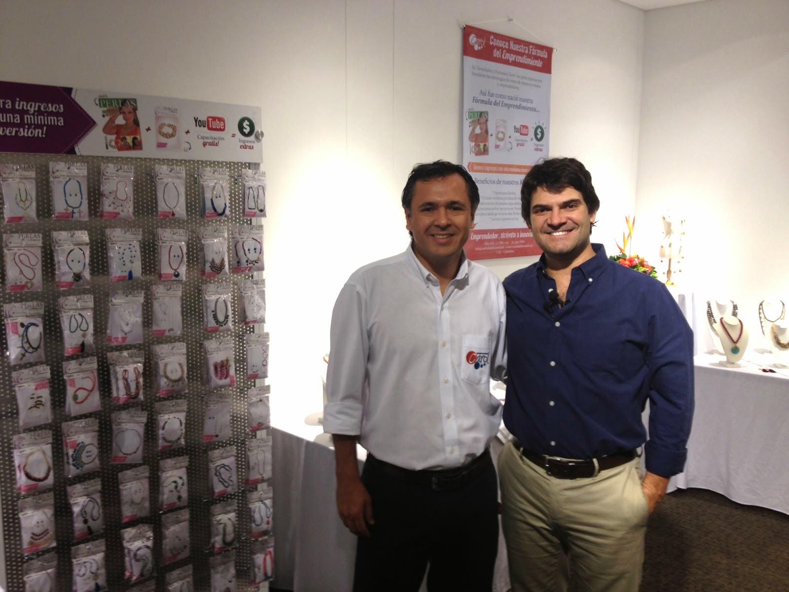 Con Mauricio Álvarez (izq), Gerente de Variedades Carol.
