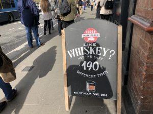 Le gusta el whiskey. Tenemos 160