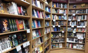 Notas a mano en libreria 1
