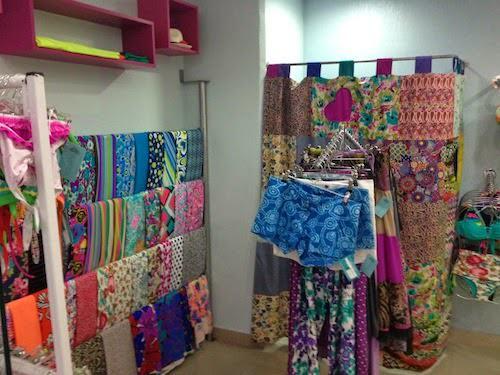 En el taller ubicado dentro del mismo local, se realiza confecciona el vestido de baño seleccionado.