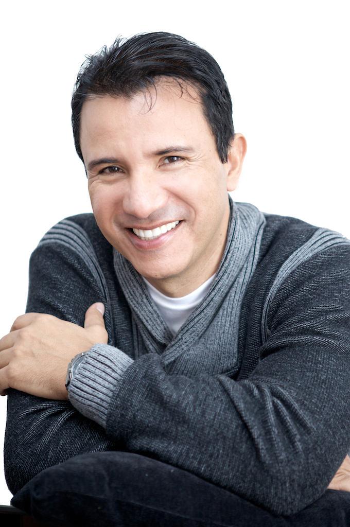 Mario Pérez >>